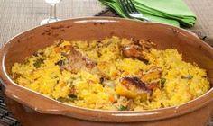 Bruno Oteiza elabora un plato de arroz con pollo, judías verdes, puerro, zanahoria, tomate y azafrán cocinado en el horno.