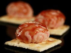Serving a Halloween dip at your party is a great appetizer guests will enjoy. This Halloween food idea looks like a gross-out brain but tastes amazing! Make this easy Halloween food idea and your guests will love this brain dip recipe. Creepy Food, Creepy Halloween Food, Theme Halloween, Halloween Dinner, Halloween Goodies, Halloween Treats, Happy Halloween, Halloween Dip, Spooky Spooky