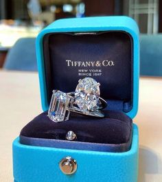 Tiffany OFF! Most Loved Tiffany Engagement Rings ★ Tiffany Engagement, Gold Engagement Rings, Tiffany Jewelry, Stacked Wedding Rings, Wedding Ring Designs, Ring Verlobung, Diamond Are A Girls Best Friend, Or Antique, White Gold Rings