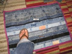 Denim rug made from the recycled inseams, waistbands, and hems of jeans. Usually the part in recycling denim that has the least reuse potential. Denim Jeans, Denim Rug, Holey Jeans, Denim Purse, Denim Patchwork, Jeans Recycling, Recycling Ideas, Reuse Jeans, Denim Scraps