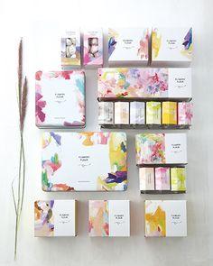 パッケージ House Beautiful beautiful house plans with photos Skincare Packaging, Perfume Packaging, Tea Packaging, Cosmetic Packaging, Brand Packaging, Label Design, Box Design, Branding Design, Graphic Design