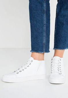 Die 49 besten Bilder von white sneaker   White sneakers, White ... d0b033382d