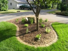 Flower bed paver edging garden edging patio bed frame with headboard Landscape Edging Borders, Landscape Pavers, Garden Borders, Landscape Design, Creative Landscape, Stone Landscaping, Landscaping With Rocks, Front Yard Landscaping, Landscaping Ideas