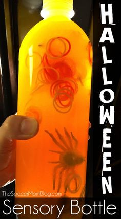 An easy kid's craft that is sure to please Halloween fans, creepy-crawler lovers, and toddlers alike!