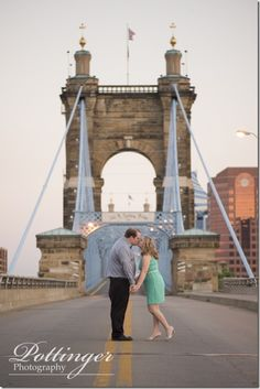 The new Smale Park in downtown Cincinnati is so much fun! It's a great place for a fun engagement session. Photos by Pottinger Photography : www.pottingerphoto.com