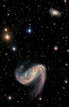 Galaxy NGC aka the Meat-hook Galaxy, is some 50 mly away in the Volans constellation, the Flying Fish. The galaxy is ly wide & features two dusty spiral arms extending from a pronounced central bar that give it a hook-like appearance. Cosmos, Space Photos, Space Images, Galaxy Space, Galaxy Art, The Galaxy, Hubble Space Telescope, Space And Astronomy, Ciel Nocturne