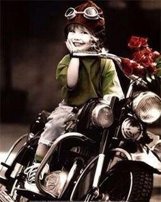 Avery will learn to ride. That is fact. :) -E Biker girl in training. E Biker, Biker Chick, Biker Girl, Biker Baby, Motorcycle Baby, Motorcycle Rides, Motorbike Girl, Women Motorcycle, Jolie Photo