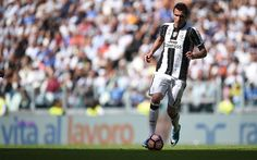 Download wallpapers Mario Mandzukic, Croatian footballer, 4k, Juventus, Italy, Serie A, football, green lawn