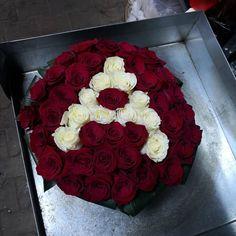 Aranjament floral realizat din trandafiri rosi si litera A din trandafiri albi in burete mineral Cake, Desserts, Food, Full Bed Loft, Tailgate Desserts, Deserts, Kuchen, Essen, Postres