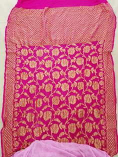 Bandhani Saree, Beach Mat, Outdoor Blanket, Blouses, Quilts, My Style, Blouse, Quilt Sets, Quilt