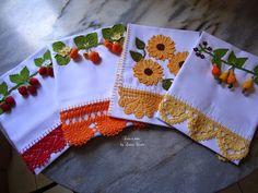 Barrados de crochê Crochet Towel, Crochet Lace, Sewing Machine Tension, Sewing Patterns, Cross Stitch Kits, Crochet Gifts, Doilies, Crochet Projects, Embroidery