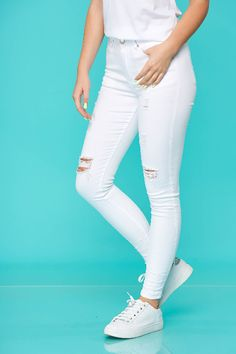 Blugi dama cu rupturi albi croi mulat si talie inalta White Jeans, Fit, Casual, Pants, Fashion, White People, Trouser Pants, Moda, Shape