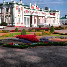 Kadrioru Loss in Tallinn - somewhere to maybe visit during out Easter mini-trip. Address: A. Weizenbergi 33, Tallinn