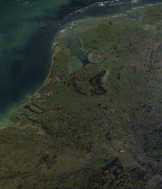 Zo ziet NL er vandaag uit vanaf ongeveer 850 km hoogte (polaire satelliet).