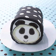 Japenese panda roll cake.  Have mercy on me this is toooo cute!!  We wants it my precioussss....