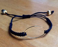 Exceptional Small bracelets in macramé! Exceptional Small bracelets in macramé! Diy Jewelry Holder, Diy Jewelry Making, Bracelet Making, Diy Bracelet, Heart Bracelet, Kumihimo Bracelet, Bracelet Charms, Necklace Holder, Bracelet Tutorial
