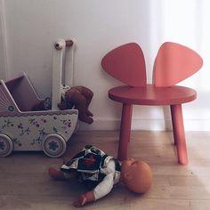 Mouse Chair in pink. Also available in black, white, mint and oak | from DKK 1199. Shop link in bio.  #studiominishop #nofred #mousechair #kidsfurniture #kidsroom #kidsinterior #børnemøbler #børneværelse #børneinteriør #børneindretning