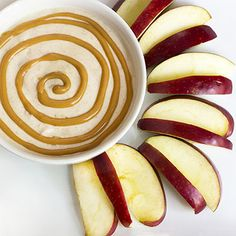 PB Yogurt Dip + Apple Slices // serving --> 1 apple and 2 tbsp dip for 139 calories via Skinny Mom #snackattack #healthy #energy