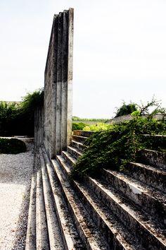 Carlo Scarpa: Tomba Brion Cemetery, near Traviso, Italy. San Vito d'Altivole, 1969-78.