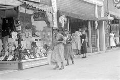 Shopping on a Saturday afternoon, Main Street, London, Ohio, Summer of 1938