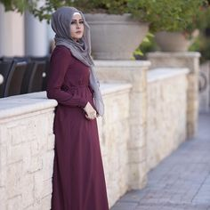 The Siena maxi dress in burgundy paired with our viscose latte hijab. Entire looking under $75 and ships worldwide www.verona-collection.com @trulysarahkay #verona #veronacollection #hijab #maxidress @veronafanclub