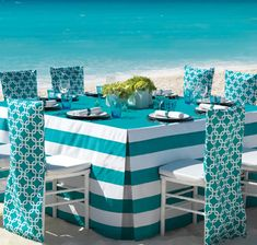 All-Inclusive-Hard-Rock-Tiffany-Blue-Tiuquoise-Beach-wedding-reception-table-setup.jpg 582×554 píxeles