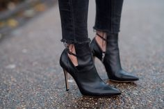 DETAIL LOVE for these black heels