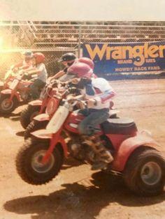 Vintage picture of some honda atcs racing Bmx Girl, Honda Bikes, Japanese Motorcycle, Vintage Motocross, 4 Wheelers, 3rd Wheel, Vintage Bikes, Dirt Bikes, Street Bikes