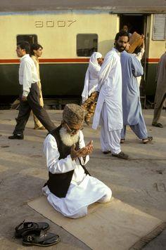 Praying in Pakistan. National Geographic, Ed Kashi.