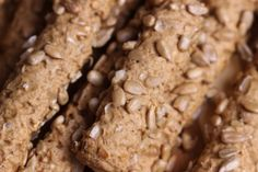 Připravte si křupavou snídani: Rychlé tvarohové rohlíčky se slunečnicovými semínky • Styl / inStory.cz