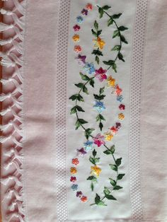 Hand Embroidery Dress, Floral Embroidery Patterns, Hand Embroidery Videos, Embroidery Suits Design, Cute Embroidery, Flower Embroidery Designs, Machine Embroidery Designs, Embroidery Stitches, Bordado Floral