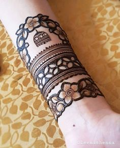 Top Simple Mehndi Designs - Easy-Peasy Yet Beautiful! Floral Henna Designs, Simple Arabic Mehndi Designs, Back Hand Mehndi Designs, Latest Bridal Mehndi Designs, Mehndi Designs Book, Mehndi Designs 2018, Mehndi Designs For Beginners, Modern Mehndi Designs, Engagement Mehndi Designs