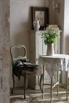hellolovely-hello-lovely-studio-french-farmhouse-beautiful-home-country-chair-antique