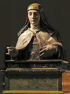 Relicario de santa Teresa de Jesús en la Colegiata de Pastrana, España. (En el pecho, bajo un enrejado de metal, se contienen y exhiben las reliquias de la Doctora maestra de oración).