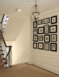 Pared negra decorada con composici n cuadros en dormitorio - Composicion de cuadros ...