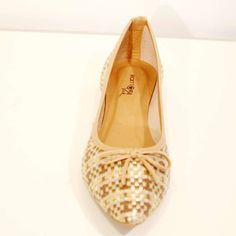 8297a19859 Sapatilha Treliça Caramelo Ouro Sapatilha em couro trançado bico fino com  pequeno laço todos nos tamanhos