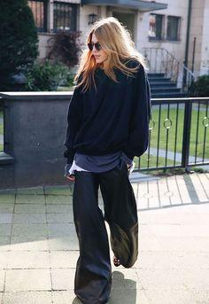 Love the oversize look Daily Fashion, Love Fashion, Fashion Outfits, Style Fashion, Japan Fashion, India Fashion, Maja Why, Pantalon Large, Looks Street Style