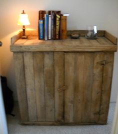 I could use this as a side table, or a tv stand for the kids room.... love it!!! its made from pallets