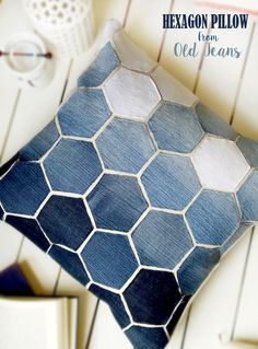 Sewing Pillows Jean Hexagon Pillow - don't throw away those old jeans! You can make this awesome Pillow using them. - Jean Hexagon Pillow - don't throw away those old jeans! You can make this awesome Pillow using them. Sewing Hacks, Sewing Tutorials, Sewing Patterns, Bag Patterns, Fabric Crafts, Sewing Crafts, Scrap Fabric, Diy Couture, Sewing Pillows