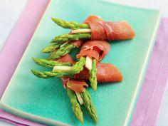 Asparagus with ham and parmesan Frisk, Parmesan, Asparagus, Ham, Tapas, Carrots, Vegetables, Heartbeat, Food
