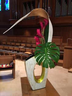 Ikebana Flower Arrangement, Ikebana Arrangements, Flower Arrangements Simple, Tropical Flowers, Fresh Flowers, Art Floral, Floral Design, Hotel Flowers, Branch Decor
