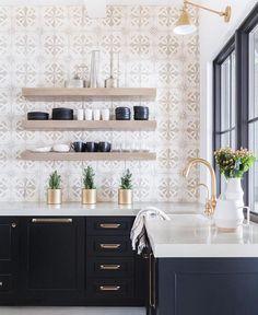 So perfect @nicoledavisinteriors. Subtle pattern + black in fresh mountain home kitchen.