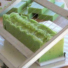 My Creative Handmade: natural handmade soaps - ergot - natural soap of kiwi, vetivert and coriander Diy Savon, Savon Soap, Soap Making Recipes, Homemade Soap Recipes, Soap Packaging, Bath Soap, Soap Molds, Cold Process Soap, Diy Candles