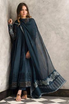 Traditional blue organza frock by Nida Azwer Luxury pret 2018 - Online Shopping in Pakistan Pakistani Fashion Casual, Pakistani Dress Design, Pakistani Outfits, Indian Outfits, Indian Fashion, Kurti Pakistani, Dress Indian Style, Indian Dresses, Indian Attire