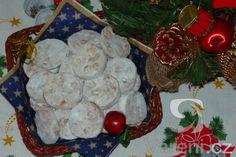 Jednoduché, ale velmi dobré cukroví. Christmas Wreaths, Christmas Ornaments, Tasty, Holiday Decor, Sweet, Home Decor, Candy, Decoration Home, Room Decor