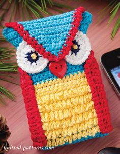 Crochet Owl Phone Case  Free Pattern..This is so cute that I'll have to make it for someone special!!