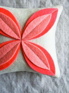 Corinnes Thread: Felt Flower Sachets. Saquets amb flors de feltre