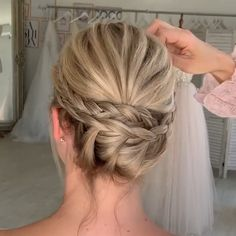 There's really no challenge with turning via a spring season wild hair pattern report. Easy Hairstyles For Long Hair, Fancy Hairstyles, Wedding Hairstyles, Simple Hair Updos, Updo Hairstyles Tutorials, Hair Up Styles, Hair Patterns, Updo Tutorial, Bridal Hair Updo