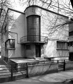 Villa Valcovici - Henriette Delavrancea-Gibory, Bukarest // Hallo Freunde, schau, was i Architecture Bauhaus, Le Corbusier Architecture, Architecture Design, Contemporary Architecture, Amazing Architecture, Casa Art Deco, Art Deco Home, Villa, Art Nouveau