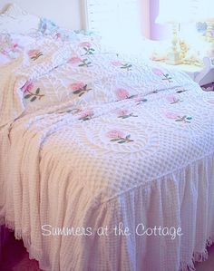 Vintage Bedspread, Chenille Bedspread, Shabby Chic Bedrooms, Shabby Chic Decor, Home Decor Bedding, Bedroom Decor, Home Design, White Bedspreads, Bed Sheets Online